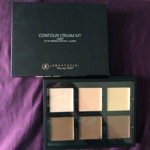 Anastasia Beverly Hills Cream Contour Kit in Light